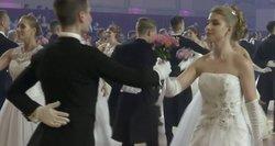Tarsi iš pasakos – iškilmingame Vienos baliuje šokio žingsniu sukasi pažangiausi Rusijos moksleiviai