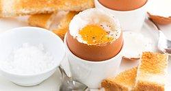 Mitybos specialistė paaiškino, kodėl pusryčiams netinka kiaušiniai ar varškė