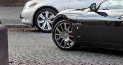 Cinizmo viršūnė: šimtai įmonių už gautą paramą įsigijo prabangius automobilius
