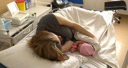 Gimdyvė prabilo apie gimdymo metu patirtas patyčias: su kūdikiu iš ligoninės spruko net negalėdama paeiti