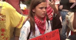 14-metė protestuoja prieš neatsinaujinančią energiją: valdžiai nerūpi mano kartos ateitis