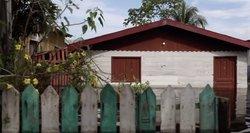 Kol bolivai kovoja su gaisru, patvinusi Amazonė skandina brazilų namus