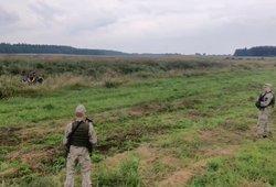 Nufilmuota Lietuvos pasieniečių ir migrantų akistata pasienyje – kirsti sieną pabūgo, bet laukė