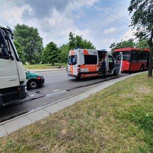 Avarija Vilniuje: susidūrė autobusas ir sunkvežimis, yra sužeistų