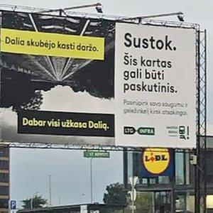"""Kauniečius nustebino reklama mieste: """"Dabar visi užkasa Dalią"""""""
