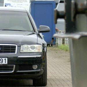 """Maloniai nustebina net ir po 20 metų – antros kartos """"Audi A8"""" apžvalga"""
