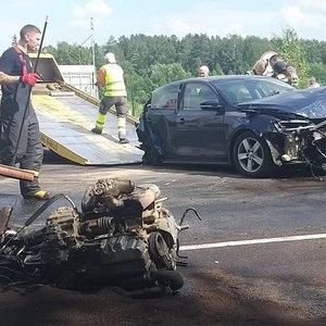 """Kelyje """"Via Baltica"""" dviejų lengvųjų ir vilkiko avarija: du žmonės – ligoninėje"""