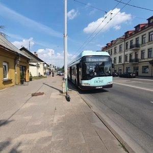 Troleibusas suniokojo stotelę Vilniuje: sužeista moteris