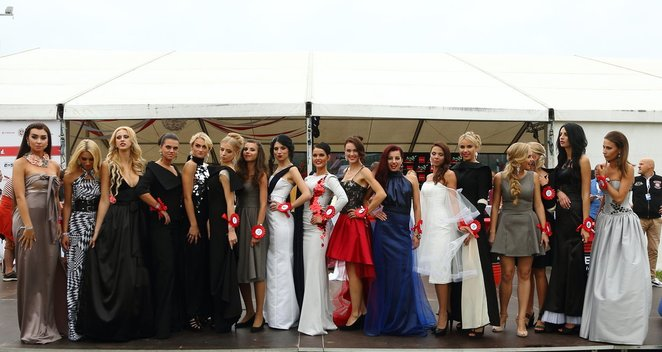 """""""ENEOS 1006 km"""" lenktynėse – """"Miss Racing"""" rinkimai"""