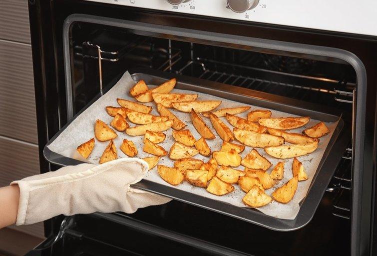 Keptos bulvės orkaitėje  (nuotr. Shutterstock.com)