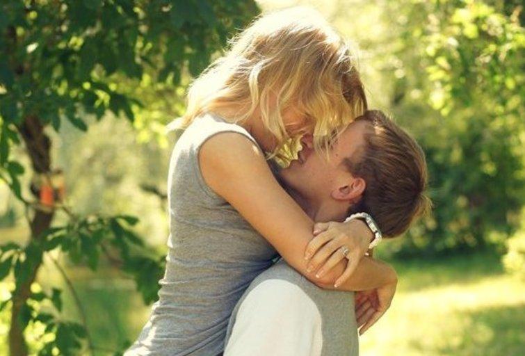 Pora bučiuojasi (nuotr. Fotolia.com)