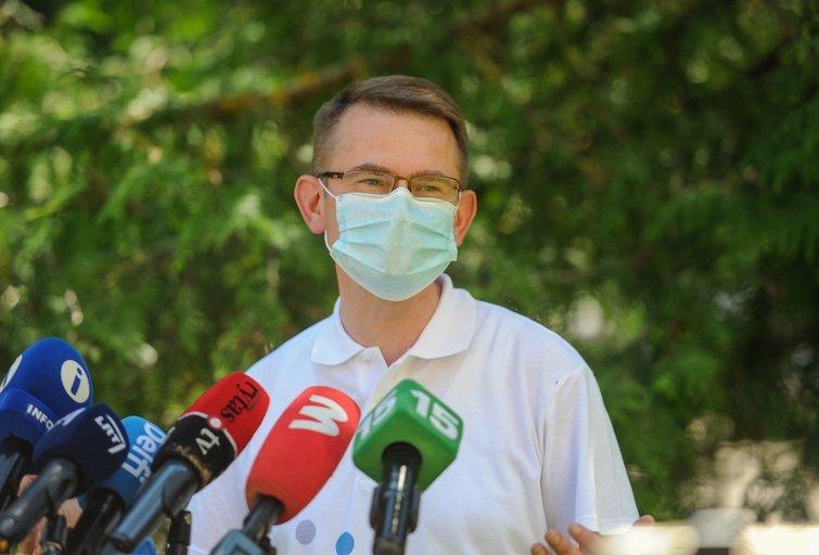 """Arūnas Dulkys gavo antrą """"AstraZeneca"""" skiepą (Fotodiena/ Viltė Domkutė)"""