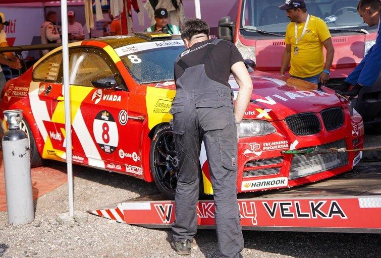 """Aurum 1006 km"" lenktynėse užsidegė automobilis (Fotodiena/ Viltė Domkutė)"