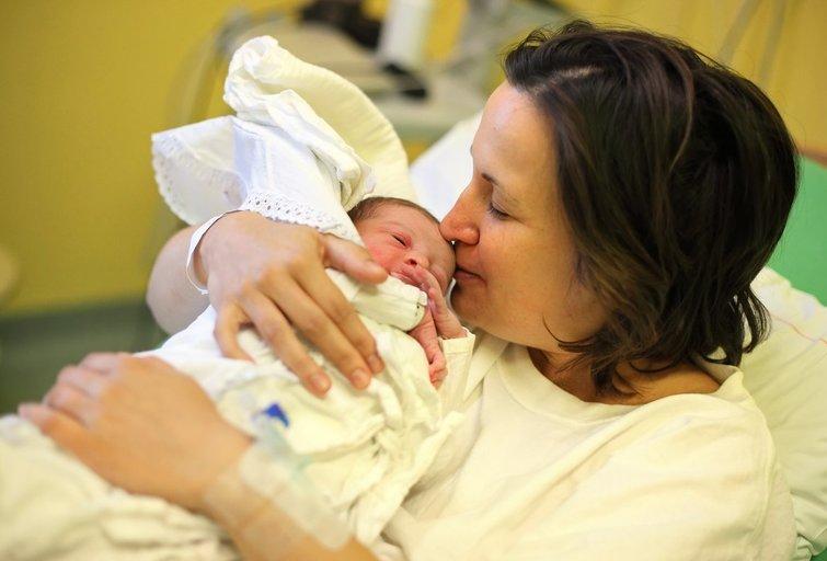 Naujagimis ir mama  (nuotr. 123rf.com)