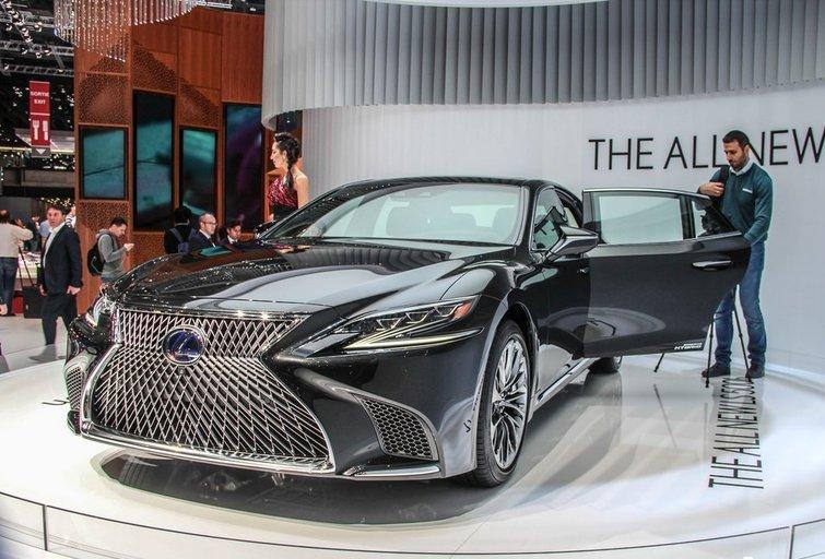 Lexus LS ( nuotr. autorių)