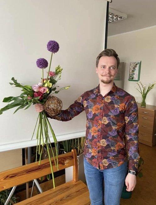 Darius daugiausiai dėmesio skiria meninei floristikai
