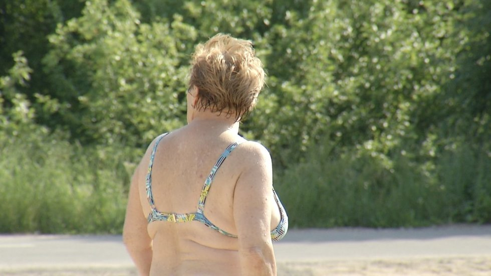 Specialistai įspėja saugotis: kaitri saulė gali sukelti ne tik alergijas, bet ir vėžį