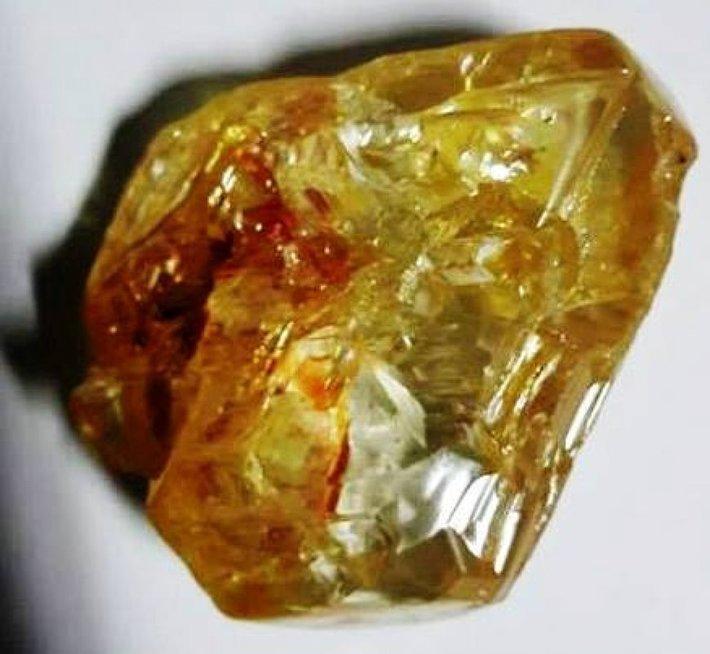 Siera Leonėje pastorius rado 706 karatų deimantą (nuotr. SCANPIX)