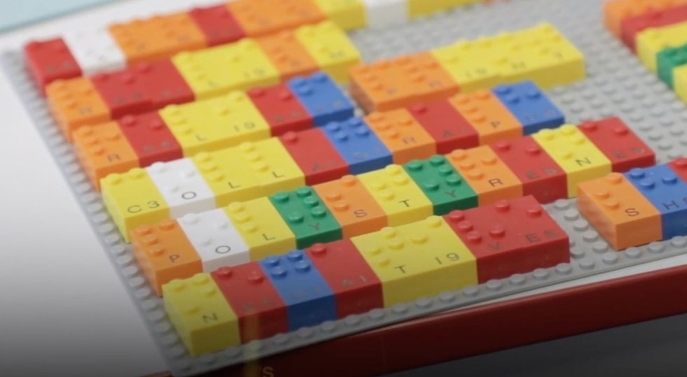 """Kompanijos """"Lego"""" kaladėlės padės mokytis Brailio rašto. Kompanijos """"Lego"""" nuotr."""