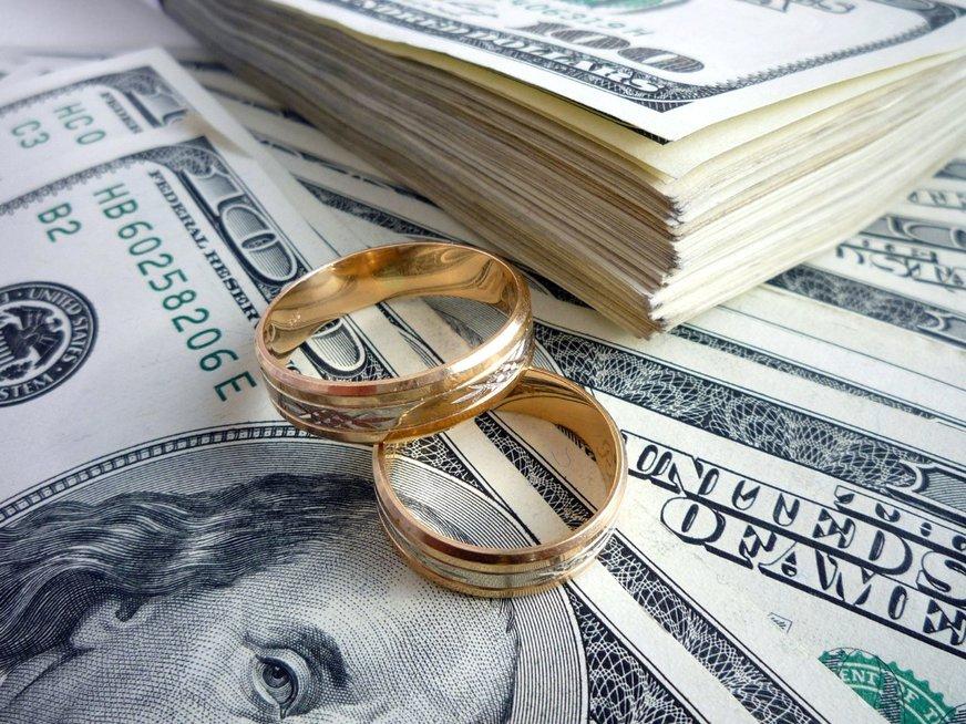 Einant į vestuves ragina nepamiršti vokelio: ekspertas pasakė, kiek įdėti