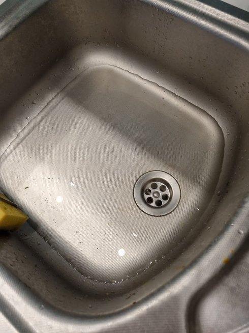 Gyventojai netveria pykčiu: iš kanalizacijos namuose nuolat veržiasi vanduo