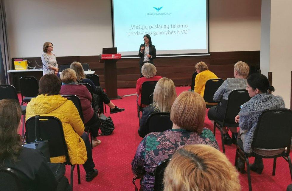 Konferencijoje diskutuota apie viešųjų paslaugų perdavimo nevyriausybiniam sektoriui galimybes. Lietuvos neįgaliųjų draugijos archyvo nuotr.