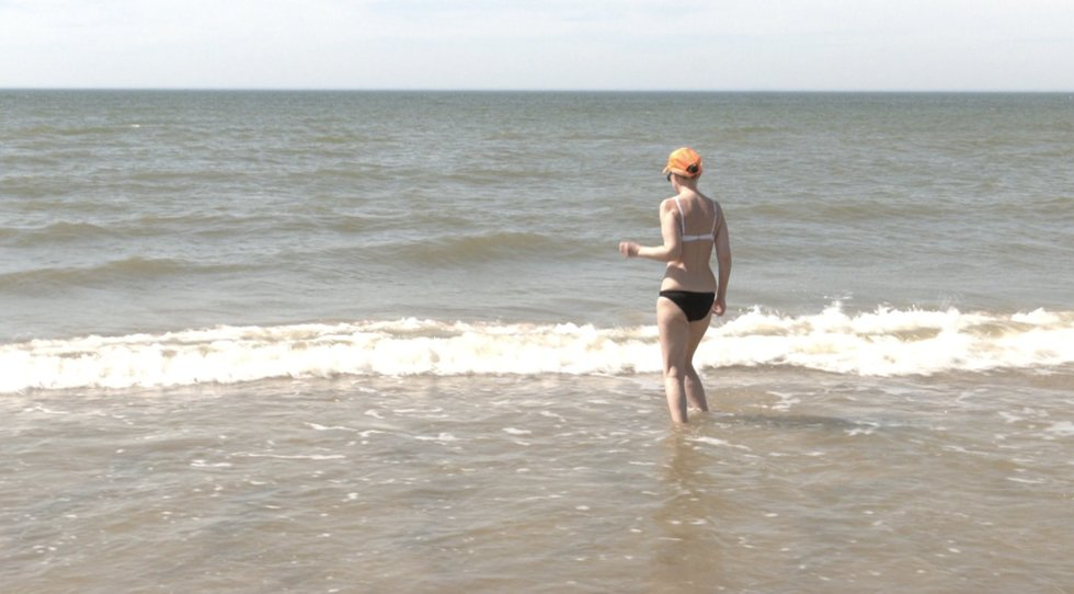 Staiga atplūdusia šiluma besimėgaujantys lietuviai jau neria ir į jūrą