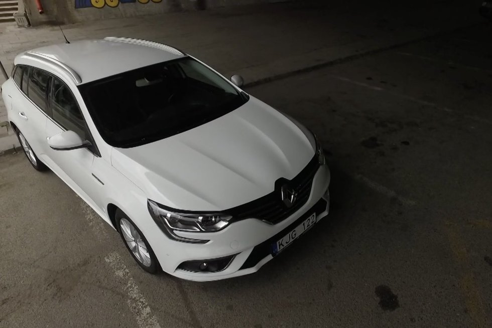 """Autopilotas. Naudoto ketvirtos kartos """"Renault Megane"""" apžvalga (nuotr. stop kadras)"""