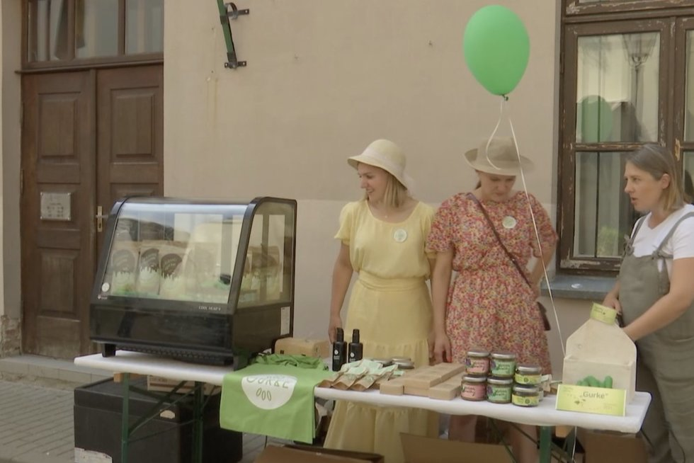 Kėdainiuose – agurkų šventė: čia ir agurkų šampūnas, ir paakių kremas (nuotr. stop kadras)