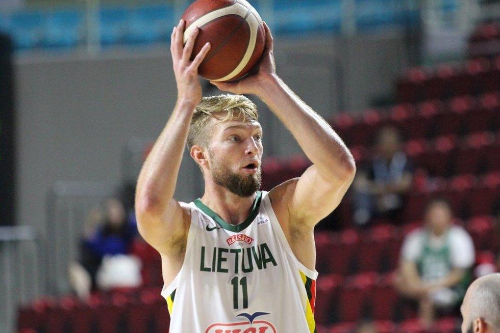Lietuva-Angola krepšinio rungtynių akimirkos (nuotr. krepsinionamai.lt)