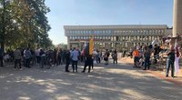 Mitinguotojai persikėlė prie Seimo (nuotr. tv3.lt)