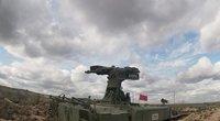 Rusija demonstruoja šalies ateities ginkluotę – per nuotolį valdomus karo robotus (nuotr. stop kadras)
