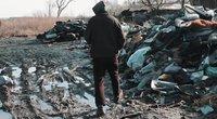 Šimtus tonų pavojingų atliekų saugo Ramygalos bedarbiai (nuotr. stop kadras)