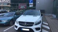 Mercedes-Benz pastatytas neįgaliesiems skirtoje vietoje