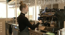 """Antivakseriai """"auklėja"""" kavines ir barus: palieka blogus atsiliepimus internete, skundžia tarnyboms"""