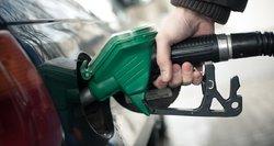 Žmonių pyktis nepadės: nors nafta pinga, degalai – ne