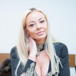 Atlikėja Mia išvengė skiepo ir gavo galimybių pasą: ragina tai daryti ir kitus