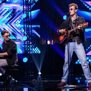 """Vaikinų duetas """"X faktoriuje"""" nukėlė į Elvio Presley laikus: šiuolaikinės muzikos jie nesiklauso"""