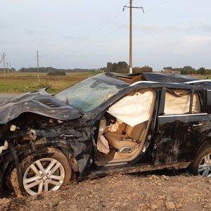 "Per avariją sudaužytas ""Mercedes-Benz"": vairuotoja ištikta komos, jos paauglė dukra nesužalota"
