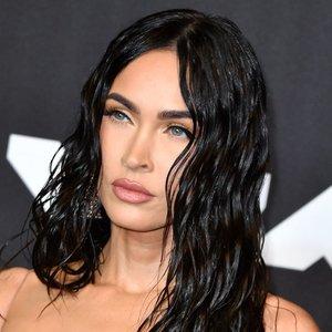 35-erių Megan Fox sprogdina seksualumo bombą: suknelė paliko mažai vietos fantazijai