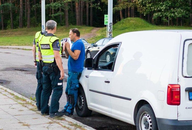 Judrioje gatvėje Vilniaus gatvėje sustabdytam girtam vairuotojui – baudžiamoji byla (nuotr. Broniaus Jablonsko)