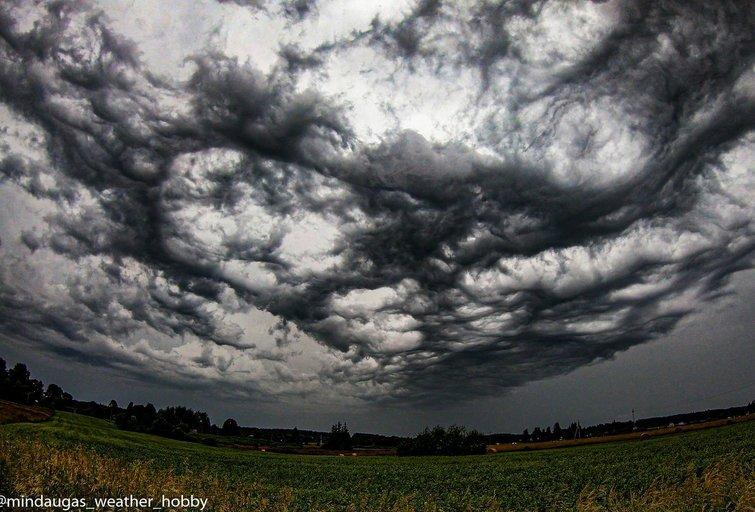 Asperitas debesys (nuotr. Mindaugo Kleišmanto)