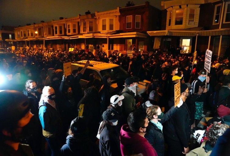Filadelfijoje policijai nušovus juodaodį, mieste antrą naktį vyko protestai ir susirėmimai (nuotr. SCANPIX)