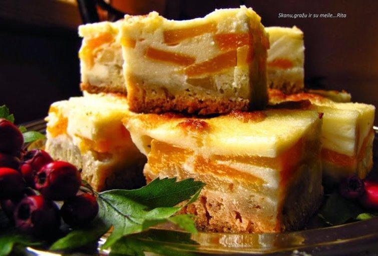 Obuolių-persikų pyragas su kremu (Nuotr. Ritos receptai)