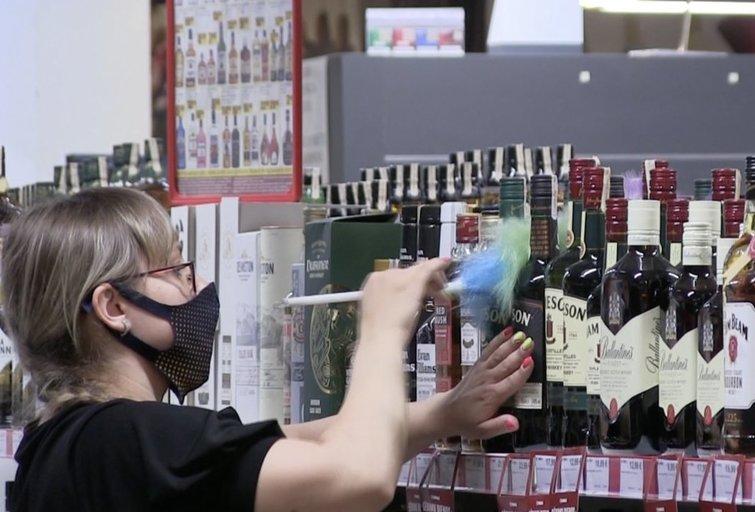 Rugsėjo 1-ąją alkoholio parduotuvėse neįsigysite: nesilaikantiems įstatymo grės iki 1,5 tūkst. eurų bauda. (nuotr. stop kadras)