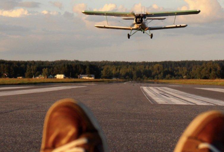 Lėktuvų stebėtojai džiaugiasi: vėl išsitraukė įrangą neeiliniams kadrams (nuotr. stop kadras)