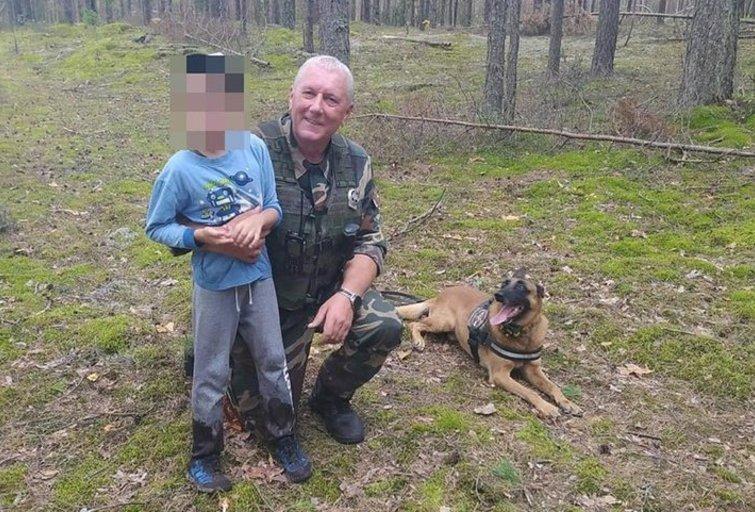 Varėnos rajone dingo 8-metis: berniuką sudaro šuo (nuotr. VSAT)