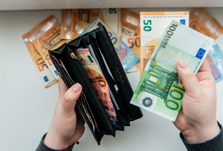 Nepritaria atlyginimų mokėjimui grynaisiais. (K. Polubinska/fotodiena.lt nuotr.)