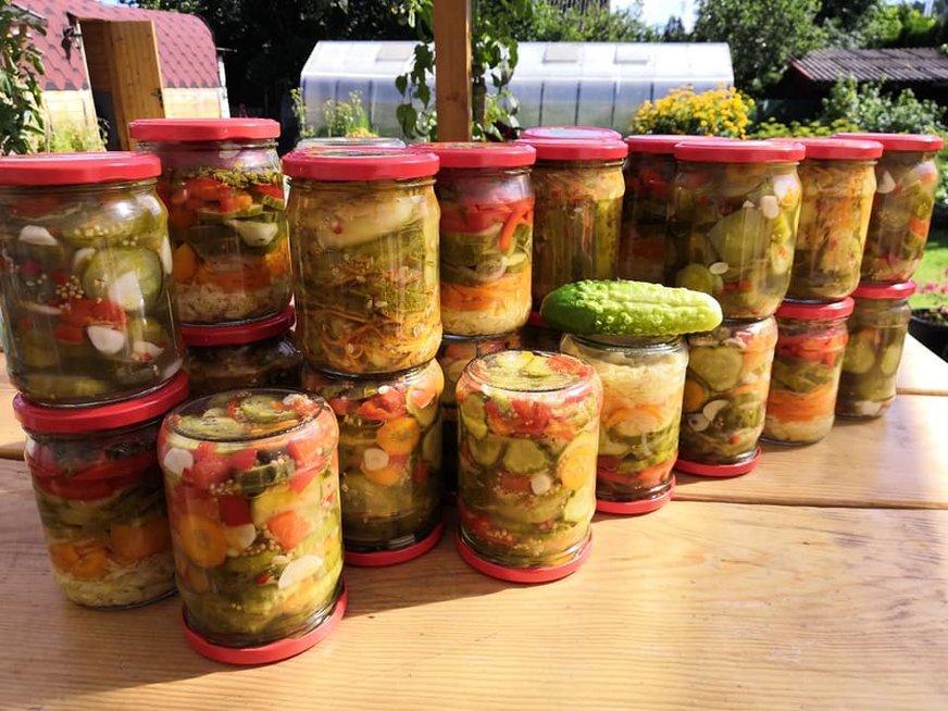 Aštrios agurkų salotos