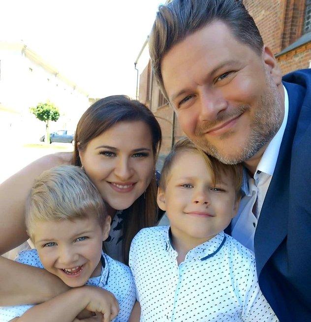 Erika ir Merūnas Vitulskiai su sūnumis